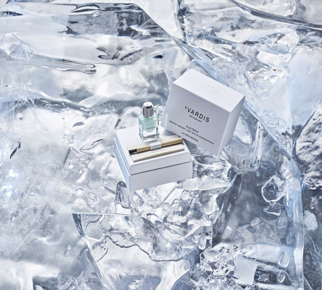 Aletsch toothpaste with its packaging on ice